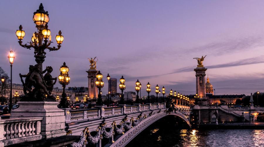Bro over Seinen i Paris